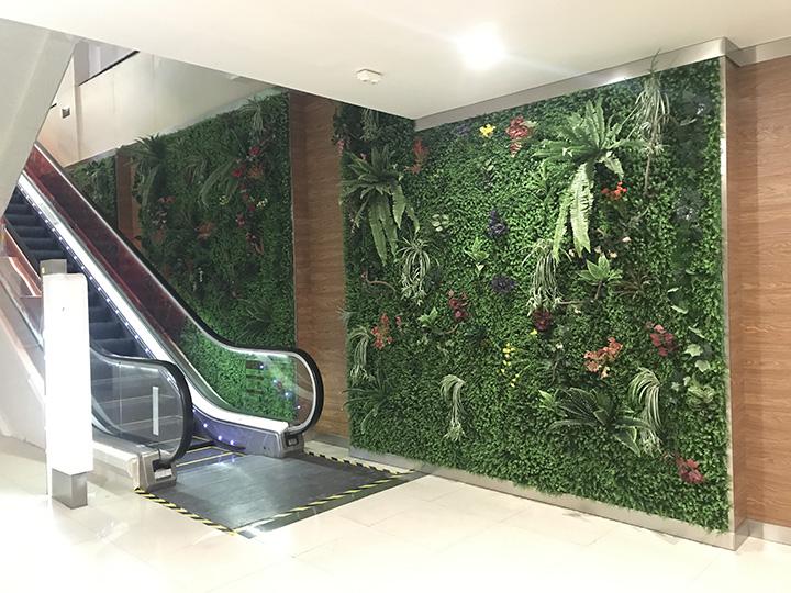 商场内的仿真植物墙.jpg